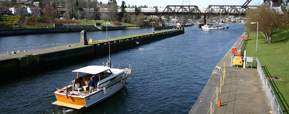 Boating on Rivers, Locks and Lakes learn.boatus.org banner